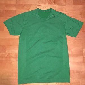 Medium green lululemon t shirt